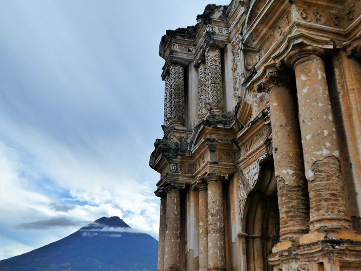 Guatemala in 2 weeks. The best bits of Guatemala. Guatemala Itinerary to see all the best things. How to see the highlights of Guatemala in just two weeks. What to see in 14 days in Guatemala, temples, forests, rivers, colonial towns, UNESCO sites. #GuatemalaHighlights #VisitGuatemala #Tikal #MayanRuins #UNESCOGuatemala #BackpackingCentralAmerica #BackpackingInGuatemala #UNESCOGuatemala #SoloFemalTravel #GuatemalaItinerary #BackpackBecki
