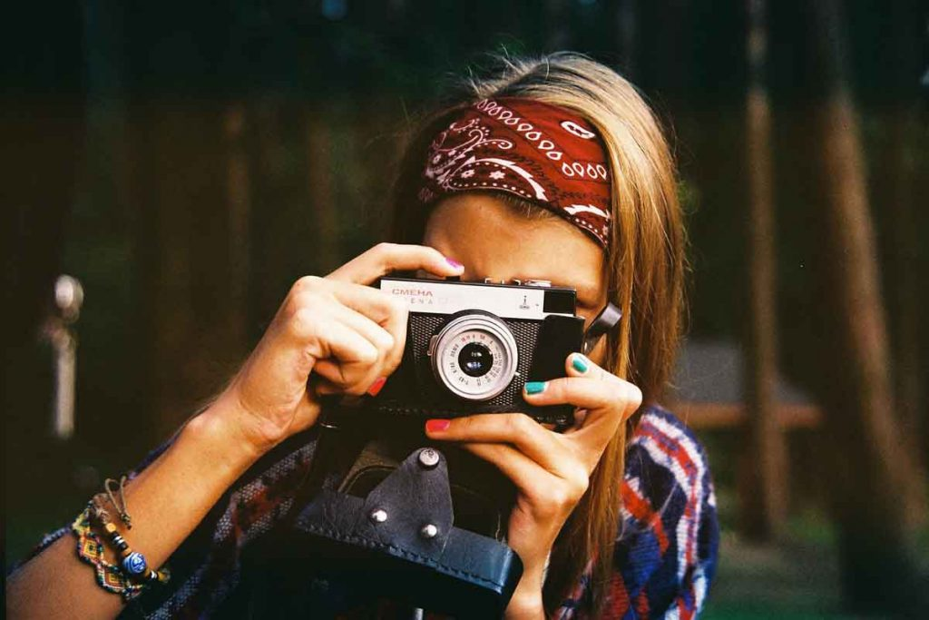 woman-photographer-Image-by-Free-Photos-from-Pixabay-optimised