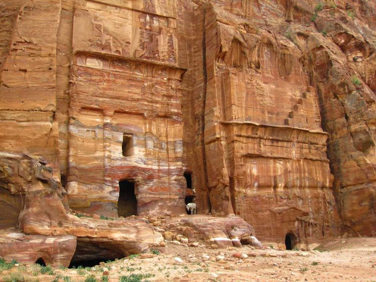 Silk-Tomb-at-Petra-Jasab—4970-by-jasab-is-licensed-under-CC-BY-NC-SA-2-Silk-Tomb