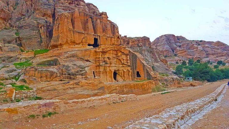 The-Gateway---Bab-Al-Siq---At-Petra-Optimised