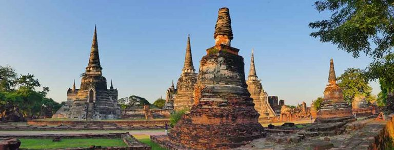 Everything you need to know about visiting the UNESCO World Heritage listed Ayutthaya temples. Where to see the iconic Buddha head entangled in the fig tree, as well as a giant slumbering Buddha at this Ancient Kingdom of Siam just 2 hours from Bangkok. How to get there, what to see and more. MAP & INFOGRAPHIC INCLUDED #SEAsia #Thailand #Ruins #Ayutthaya #UNESCO