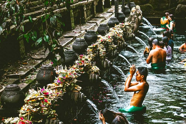 bali bucket list Pura-Tirta-Empul-by-florian-giorgio-unsplash-optimised