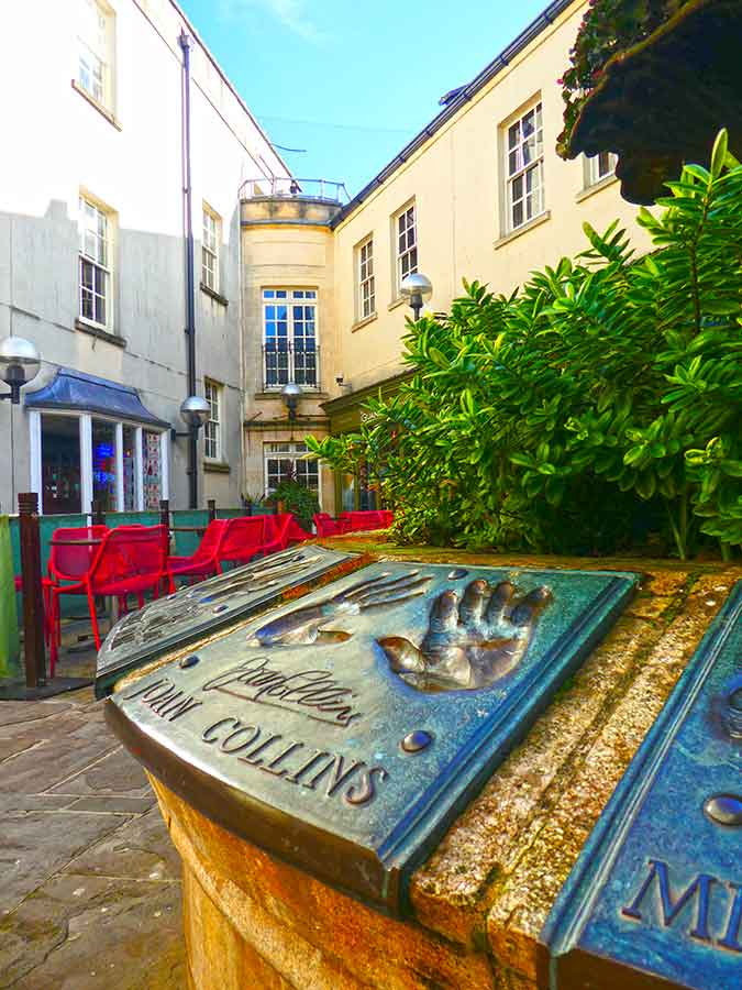 Don't want to join a tour? then this interactive Bath Treasure Hunt is perfect. This city scavenger hunt takes you past iconic landmarks and hidden gems. These interactive self-guided tours by The Great Game makes discovering a city an immersive experience with fun clues all over the city. They have loads of city treasure hunts all over the UK. #Bath #UK #Europe #ScavengerHunt