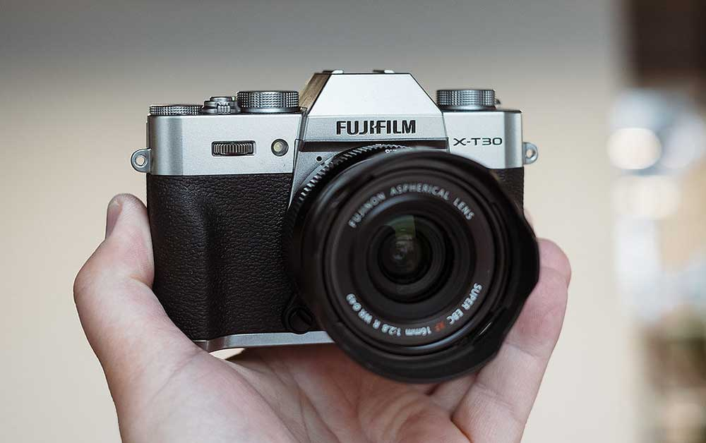 14 Of The Best Cameras for Bloggers - The Top Blogging Camera for Every Niche! 4